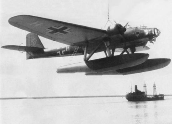 heinkel_he_115_plane_on_crane_c1940
